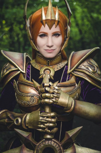 Aoime Cosplay as Leona