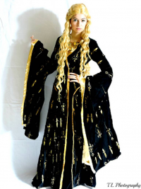 Casabella Cosplay as Cersei Lannister