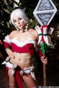 Coleman Cosplays as Nidalee