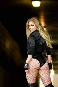 Cosplay Butterfly as Black Canary