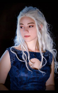 Dafna Cosplay as Daenerys Targaryen