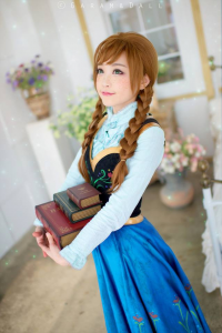 Tomia Cosplay as Anna of Arendelle